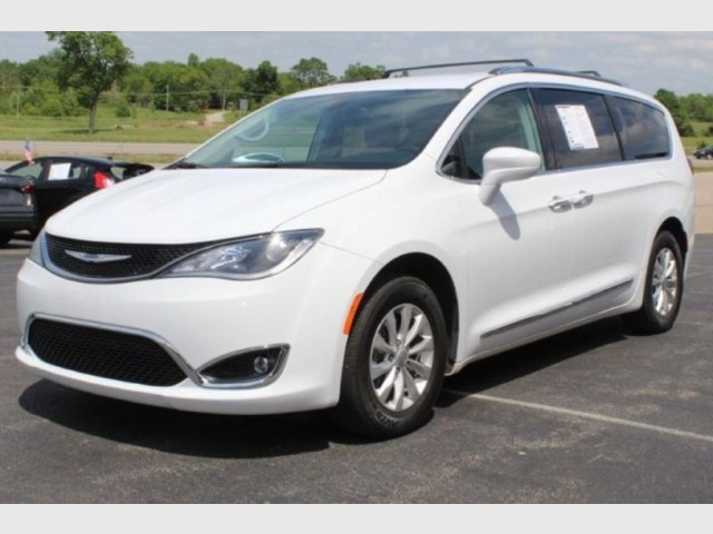 2019 CHRYSLER PACIFICA - Image 2