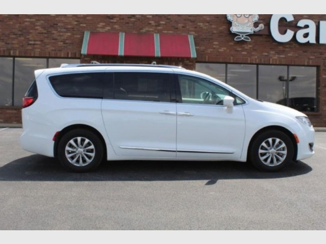 2019 CHRYSLER PACIFICA - Image 4