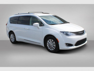 2019 CHRYSLER PACIFICA - Image 1