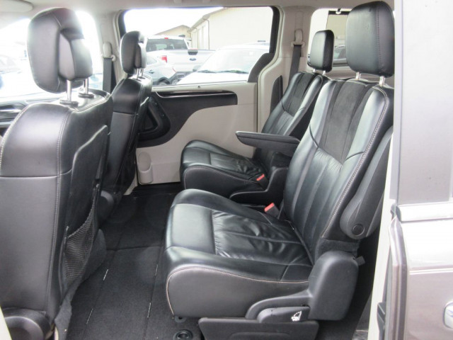 2016 CHRYSLER TOWN & COUNTRY - Image 16