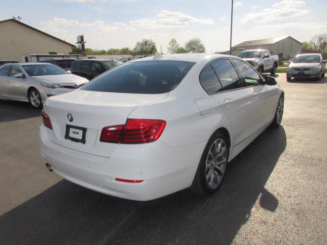 2016 BMW 528 - Image 3