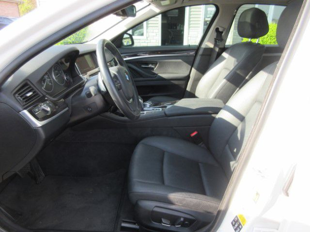 2016 BMW 528 - Image 13
