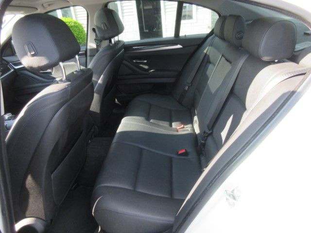 2016 BMW 528 - Image 14